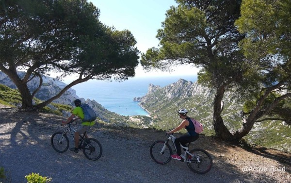 Mountain bike with electric assistance in the national park go the Calanques
