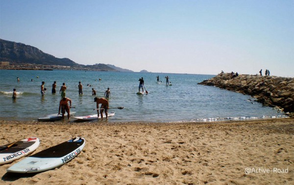 Stand up paddle initiation with an instructor in Marseilles