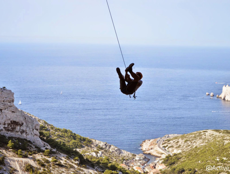 Discovery of the swinging jump in the creeks of Marseille